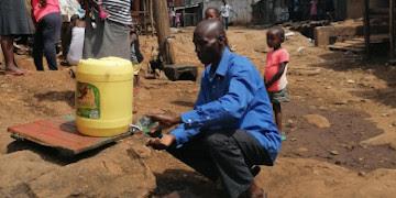 Kenya : les quartiers informels de Nairobi ont besoin d'eau potable pour lutter contre le Covid-19